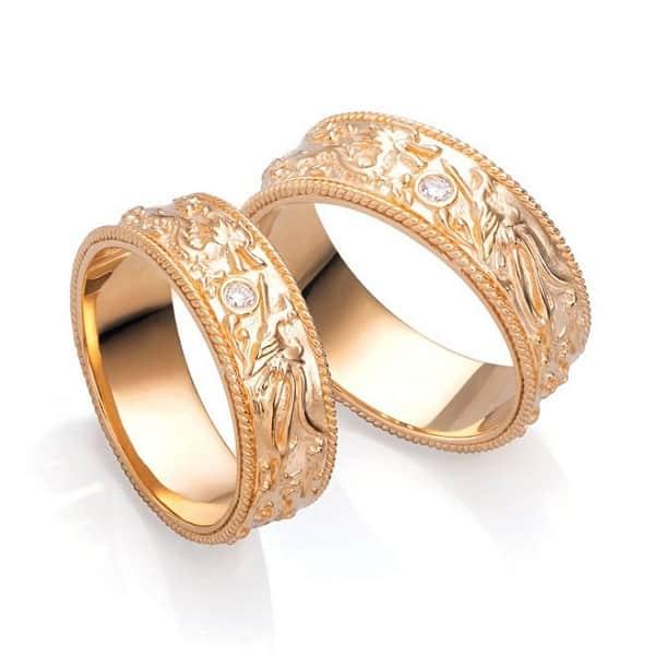 Vàng tây là loại chất liệu được tạo thành từ vàng nguyên chất và một số kim loại màu khác