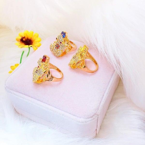 Giá nhẫn nữ vàng tây phụ thuộc vào nhiều yếu tố và công thức tính