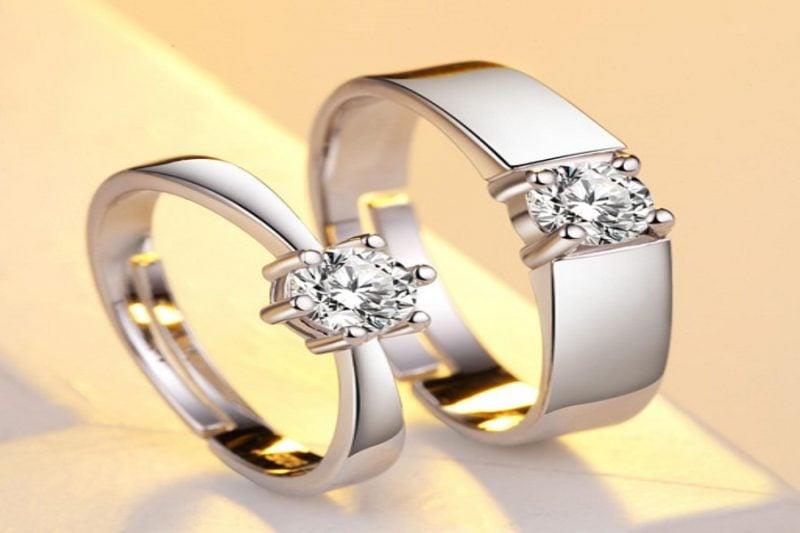 Nên mua nhẫn nữ vàng trắng 18k hay nhẫn bạch kim