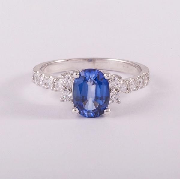 Nhẫn vàng trắng cho nữ gắn đá Sapphire