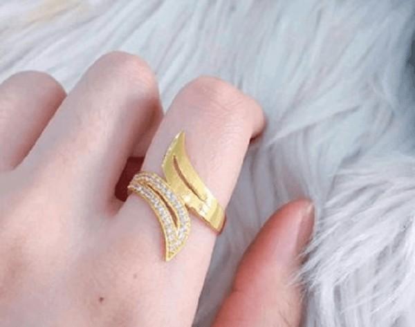 Kiểu nhẫn vàng tây nữ mặt đá độ bền cao