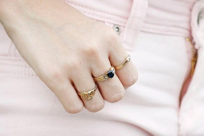 Nên đeo nhẫn nữ vàng ngón tay nào đúng nghĩa nhất?