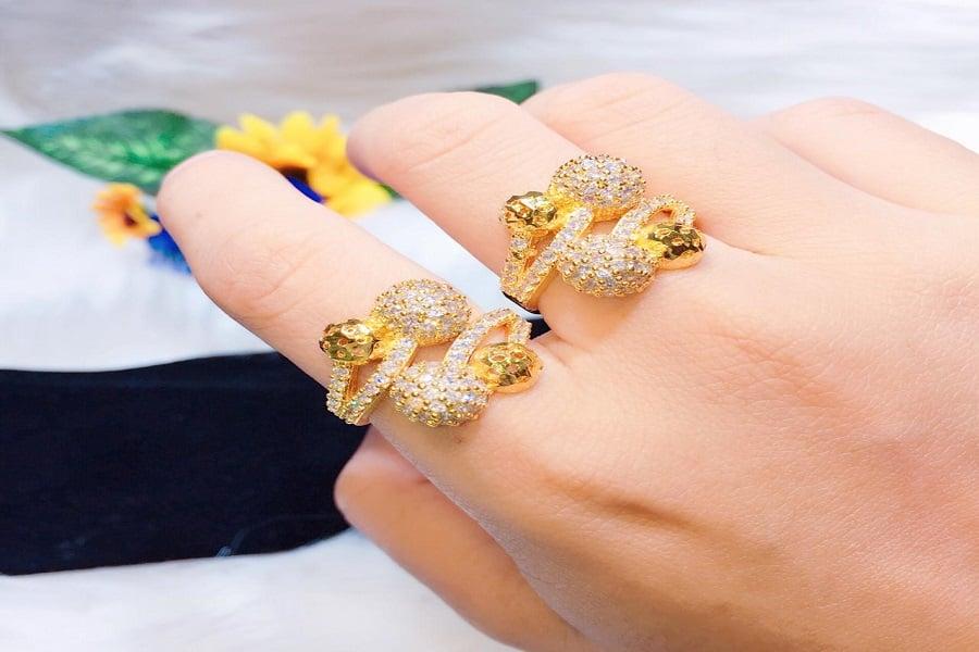 nhẫn thời trang nữ vàng 18k