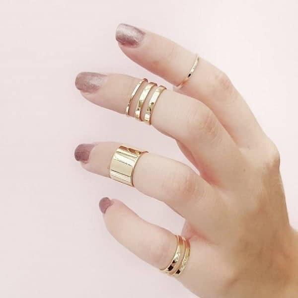 Có nhiều chất liệu nhẫn vàng hiện nay như: vàng trắng, vàng hồng, vàng tây, vàng ta,...
