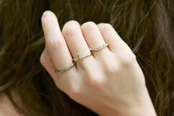 Không nên đeo quá nhiều nhẫn trên tay
