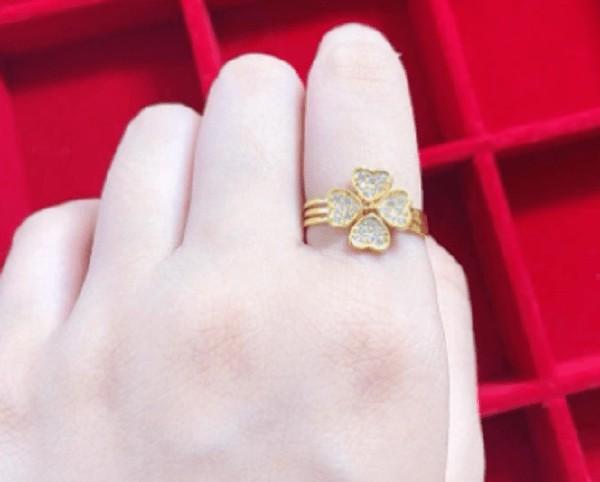 Nhẫn vàng tây nữ đính đá màu sắc tươi mới