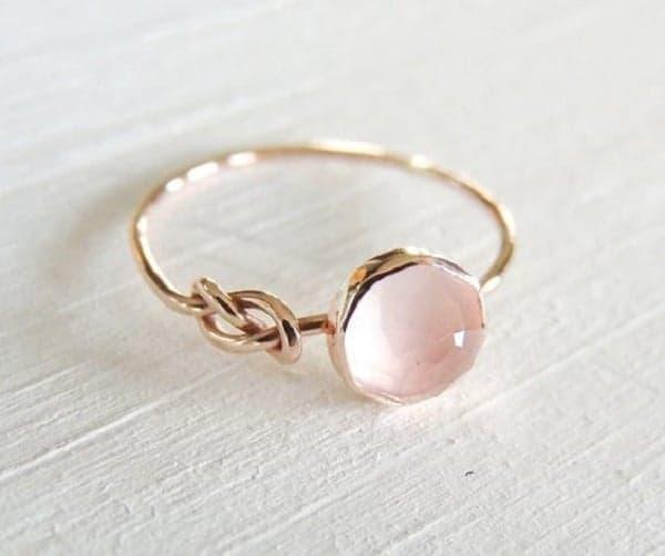 Mẫu nhẫn vàng tây nữ đẹp cho những cô nàng thích sự ngọt ngào