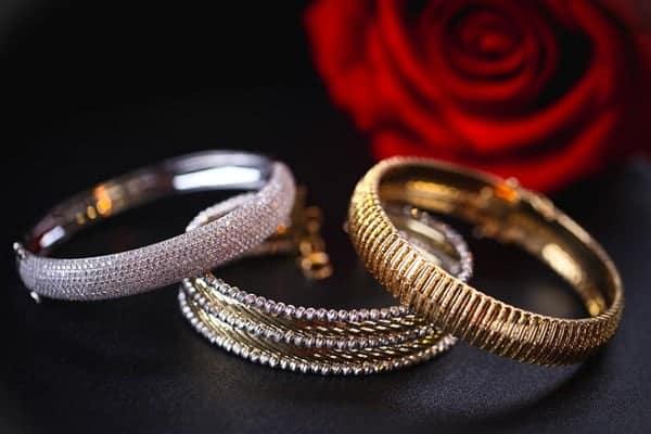 Chọn mẫu nhẫn vàng tây nữ đẹp cho phụ nữ thích phong cách thanh lịch, cổ điển