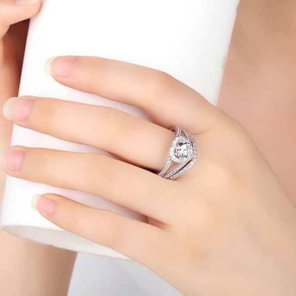 Nên mua nhẫn vàng tây nữ ở những cơ sở uy tín để đảm bảo chất lượng