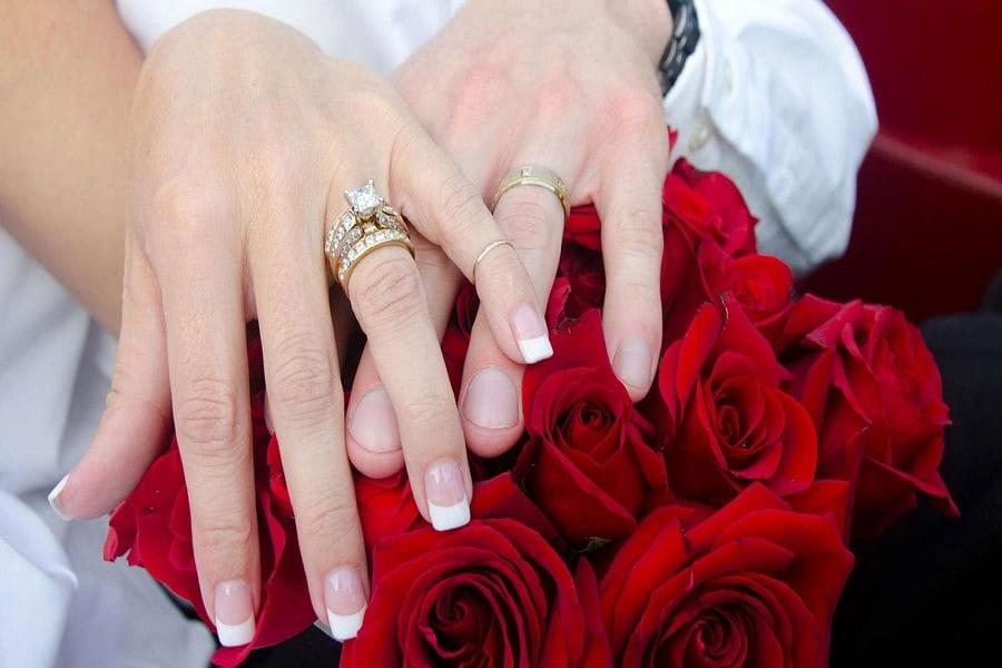 nhẫn vàng mặt đá nữ