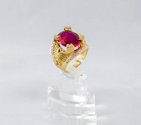 Mẫu nhẫn hộp vàng nam bọ cạp đỏ