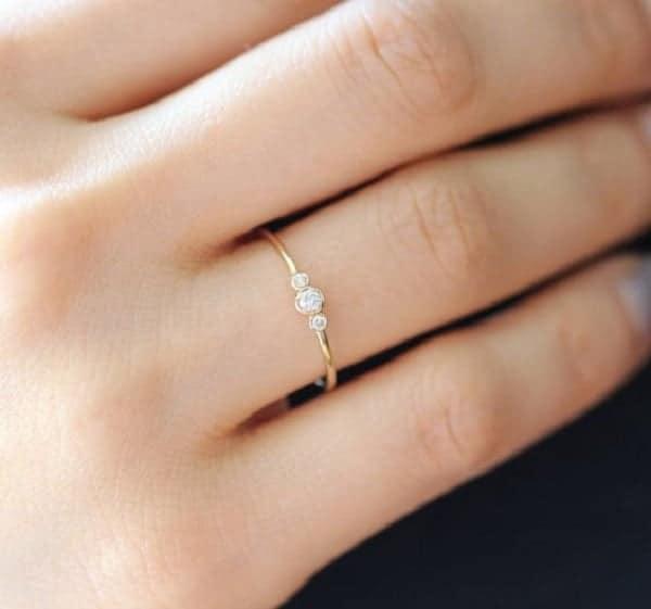 Mẫu nhẫn đơn nữ vàng tây được thiết kế với nhiều kiểu dáng đẹp mắtMẫu nhẫn đơn nữ vàng tây được thiết kế với nhiều kiểu dáng đẹp mắt