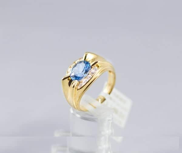 Kiểu nhẫn hột xanh Oval
