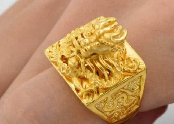 Mẫu nhẫn nam vàng 18k đính đá chạm khắc rồng