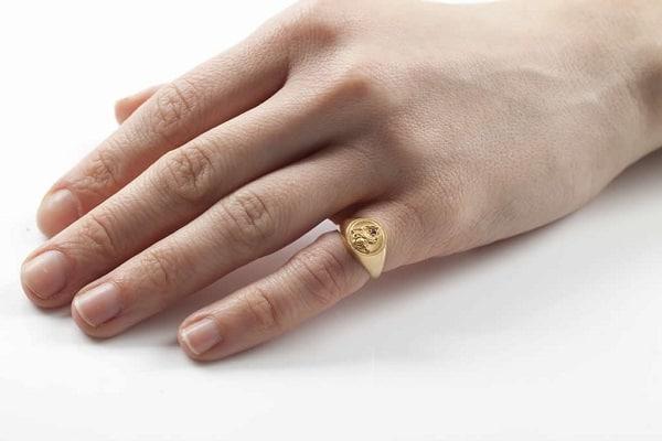 Nhẫn vàng ý nam mang đến một vẻ đẹp nhẹ nhàng