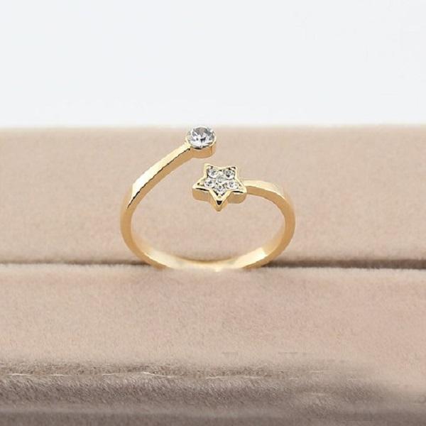 Mẫu nhẫn vàng ý hình hoa lá