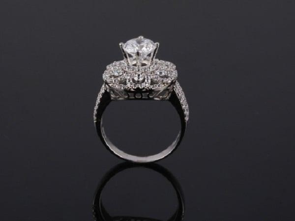 Nhẫn đính đá vàng trắng cổ điển