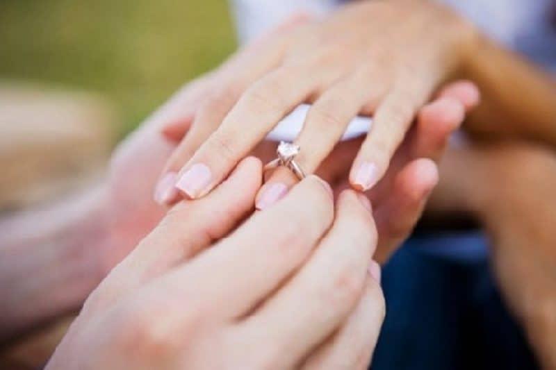 Khắc phục tình trạng đeo nhẫn vàng tây nữ rẻ không vừa tay