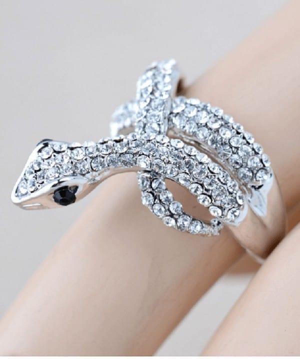 Nhẫn vàng trắng 18k nữ đính đá hình con rắn