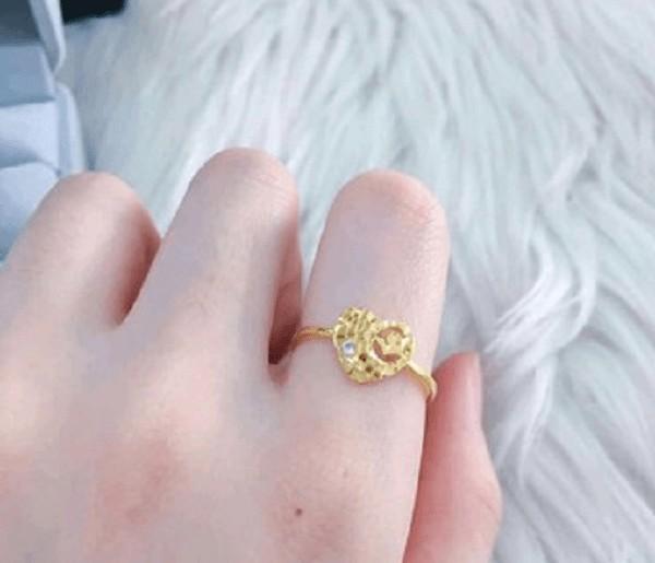 Nhẫn vàng tây nữ mặt đá phong phú về kiểu dáng
