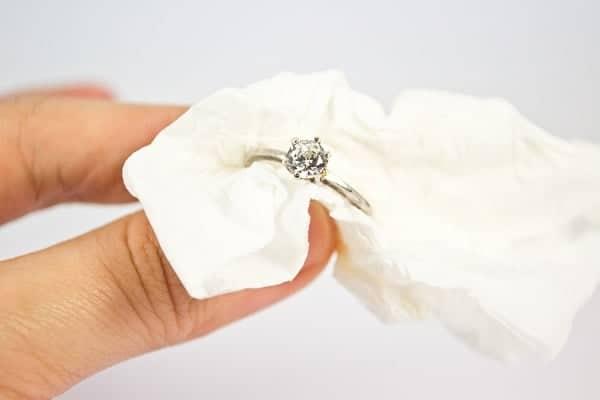 Lau rửa nhẫn nữ trang vàng 18k định kỳ