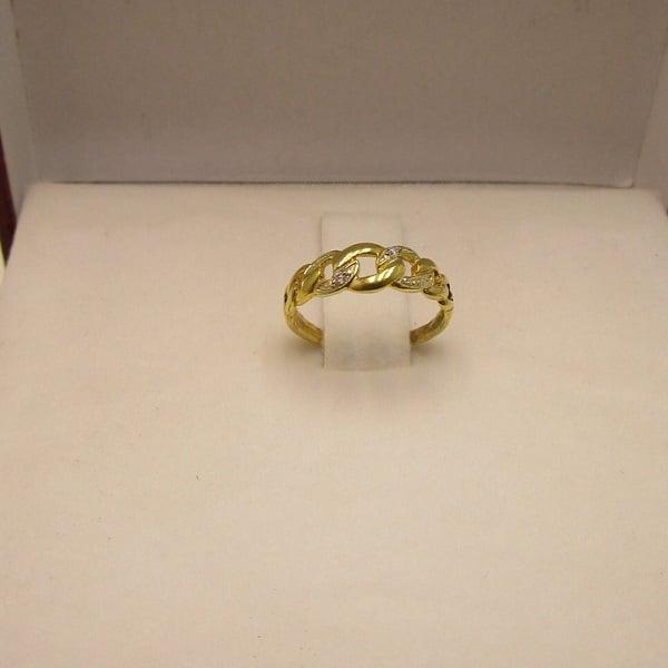 Vàng tây loại vàng được chế tạo ra bằng cách nung chảy 10 phần vàng và 14 phần hợp kim