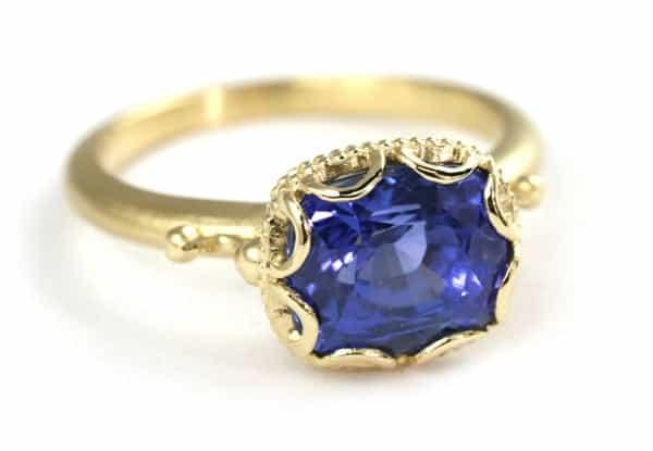 Mẫu nhẫn vàng tây đẹp đính đá quý