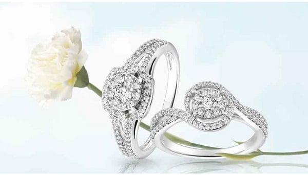 Nhẫn nữ vàng trắng, trong quá trình sử dụng một lượng nhỏ lớp mạ Rhodium và vàng trong nhẫn sẽ bị ăn mòn