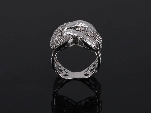 Nhẫn nữ vàng trắng sang trọng và dễ kết hợp