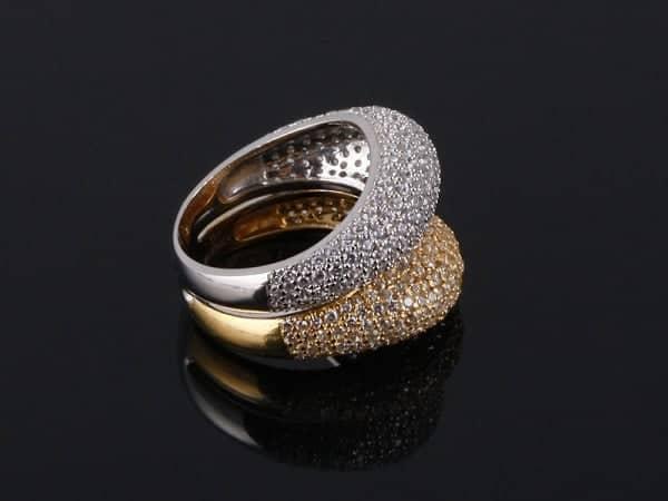 Vàng Ý thường cứng chắc, dễ gia công và chạm khắc hơn so với vàng ta