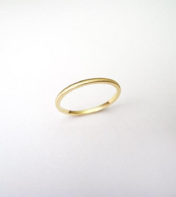 Mẫu nhẫn vàng trơn nữ chất liệu vàng ta