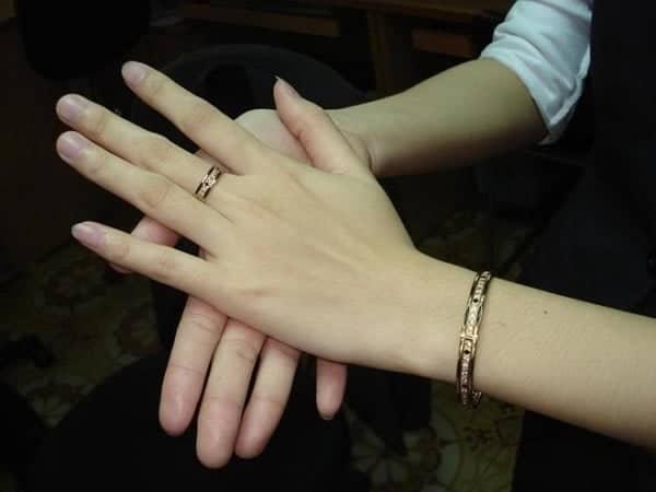 Nhẫn vàng 14k có chứa tới hơn 40% kim loại, vì vậy có thể bị oxy hóa