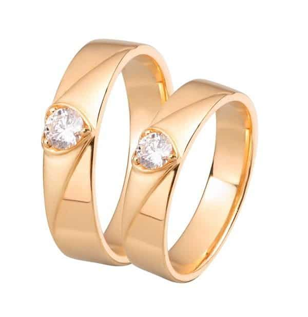 Mẫu nhẫn vàng 18k đẹp cho nữ chạm khắc hình trái tim
