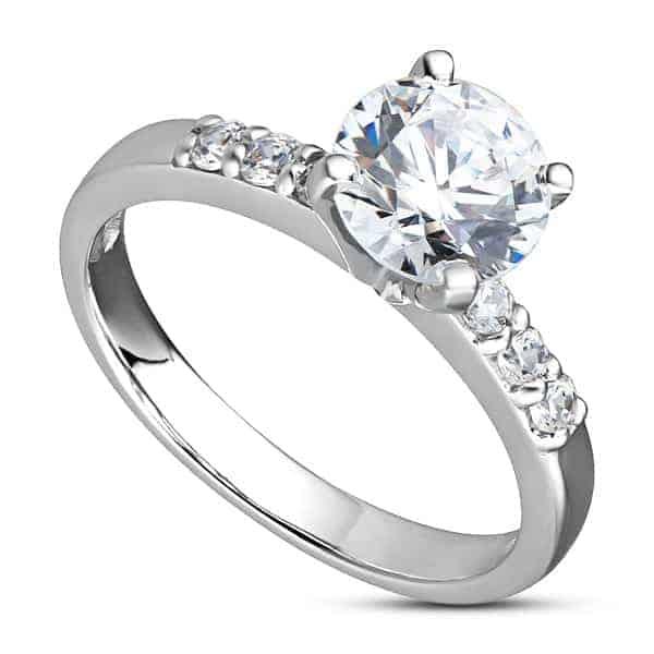 Để tăng màu trắng sáng cho mẫu nhẫn vàng trắng nữ, thợ chế tác đã phải phủ lên bề mặt nhẫn một lớp Rhodium
