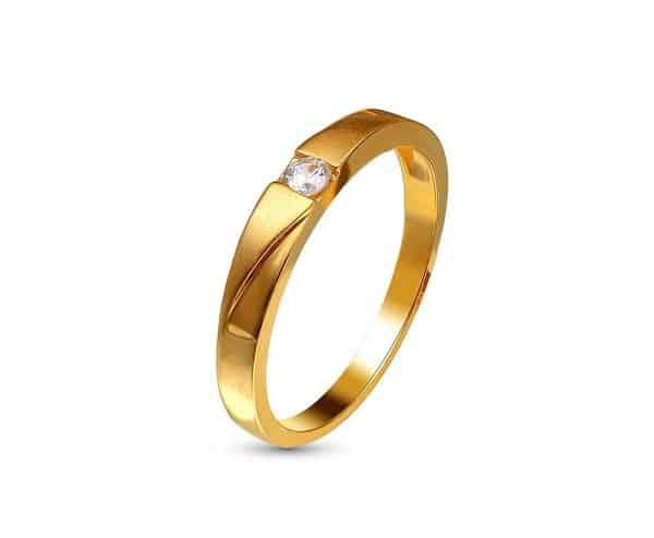 Tránh để một số loại nhẫn vàng cho nữ đính đá tiếp xúc với các bề mặt có tính cọ sát lớn