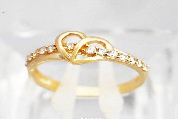 Giá nhẫn vàng nữ còn phụ thuộc vào kiểu dáng và chất liệu đá quý đính kèm