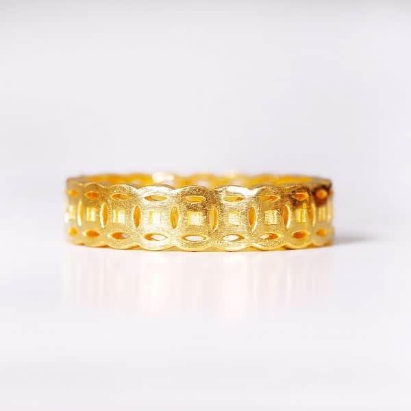 Vàng ta hay còn gọi với cái tên vàng ròng là loại vàng có chứa tới 99,99% hàm lượng vàng nguyên chất
