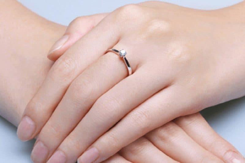 Hướng dẫn cách bảo quản nhẫn vàng tây nữ giá rẻ đẹp lâu như mới