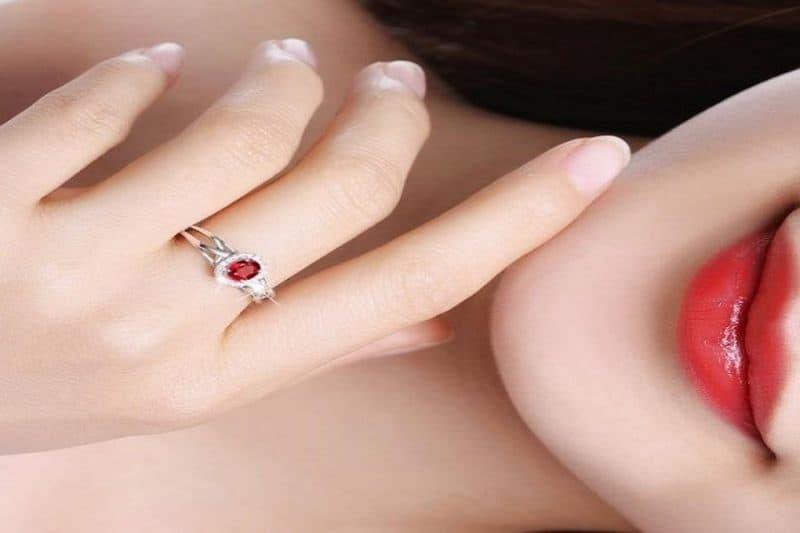Top 5 mẫu nhẫn vàng trắng 18k nữ HOT nhất mọi thời đại không nên bỏ qua