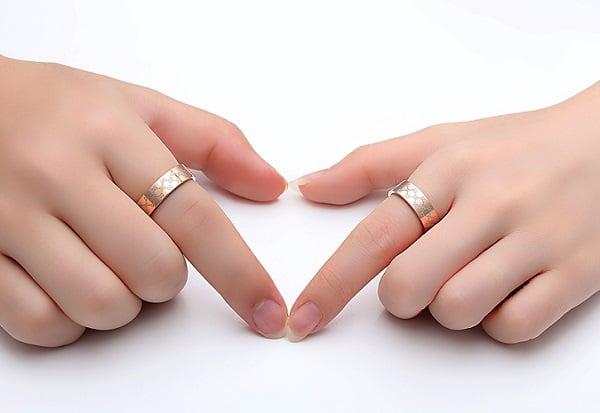 Nhẫn vàng tây nữ trơn giữ được nét đẹp lâu