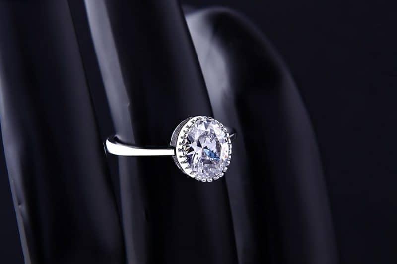 Chia sẻ cách mua nhẫn vàng trắng nữ giá rẻ tại Spring D?
