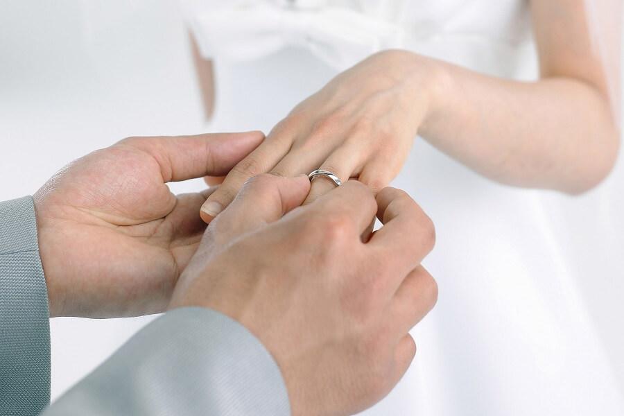 nhẫn cưới bằng vàng