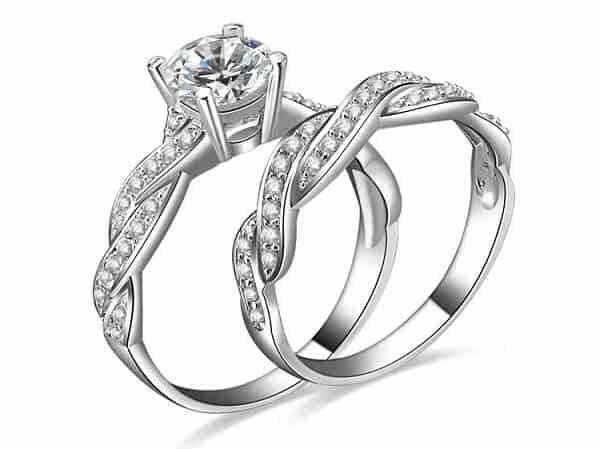 Hình ảnh nhẫn vàng cưới gắn kim cương