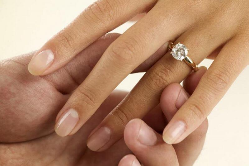 Bí quyết chọn mua nhẫn cưới vàng tây mà bạn nên biết
