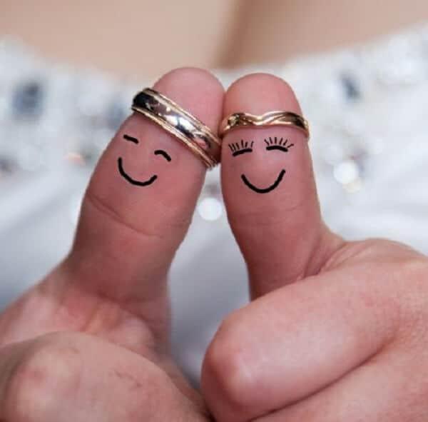 Chọn nhẫn cưới vàng phù hợp với kích thước ngón tay
