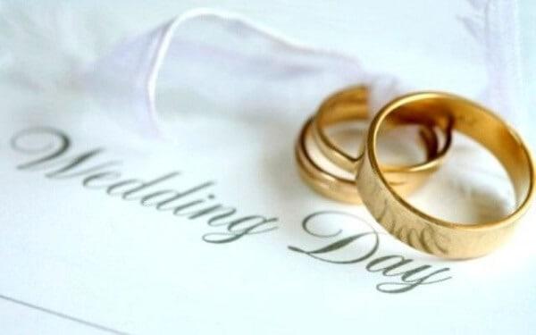 Đối với nhẫn cưới vàng 18k, trong thành phần của nhẫn sẽ chứa tới 75% vàng nguyên chất