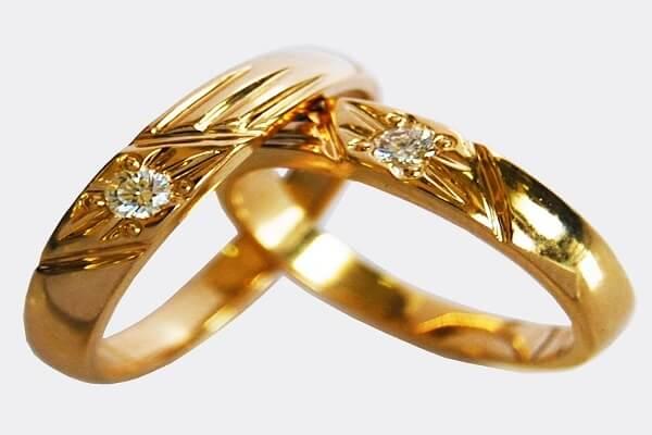 Giá nhẫn cưới vàng tây sẽ phụ thuộc vào khối lượng của vàng, kiểu dáng, thương hiệu,..