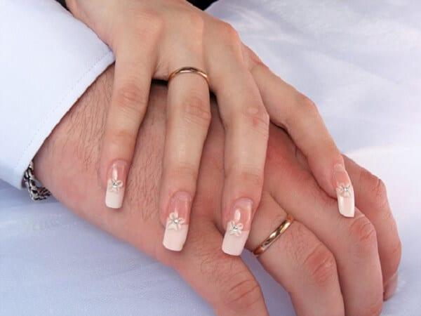 Chọn thời điểm mua nhẫn cưới vàng tây hợp lý
