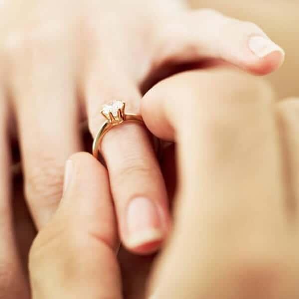 Chọn nhẫn cưới phù hợp với công việc, đời sống mỗi người