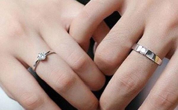Nhẫn cưới vàng trắng không bị lỗi thời